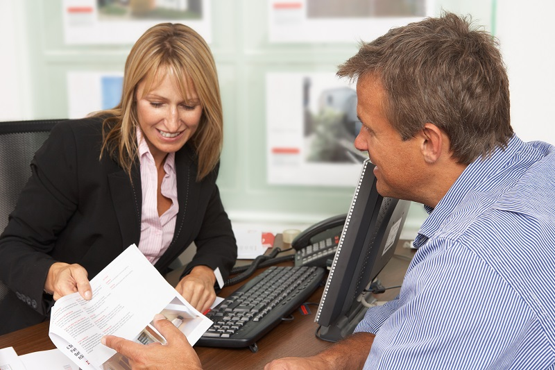 Zakup mieszkania – jak negocjować z pośrednikiem?